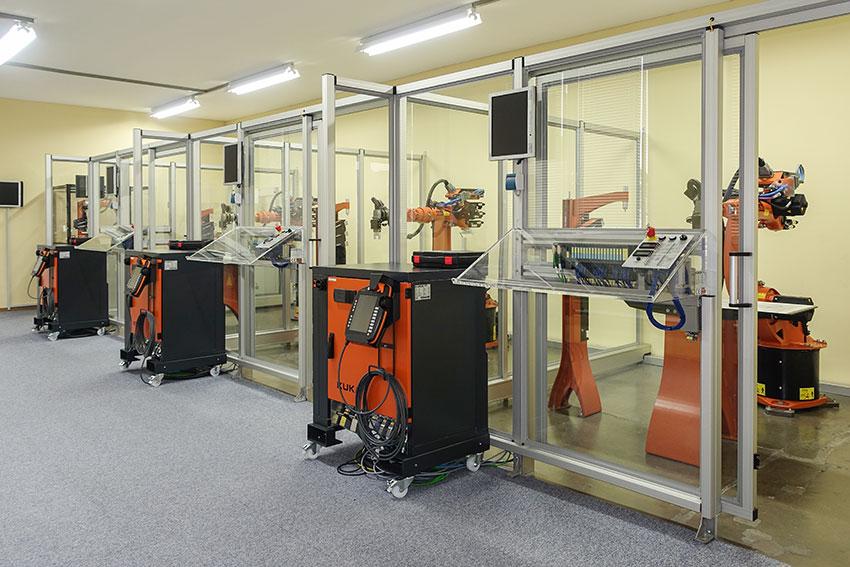 KUKA Roboter im Übungsraum